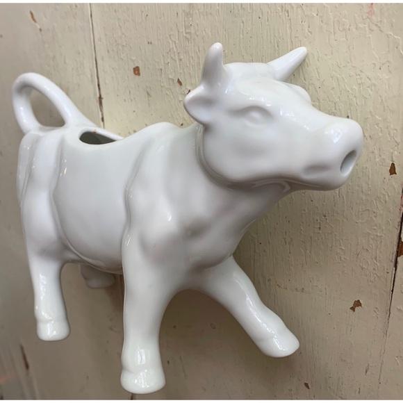 Vintage Other - white porcelain cow creamer